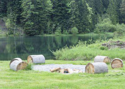 Feuerstelle am See